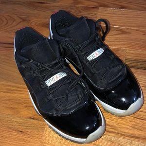 Men's Jordan 11s low size 11.5